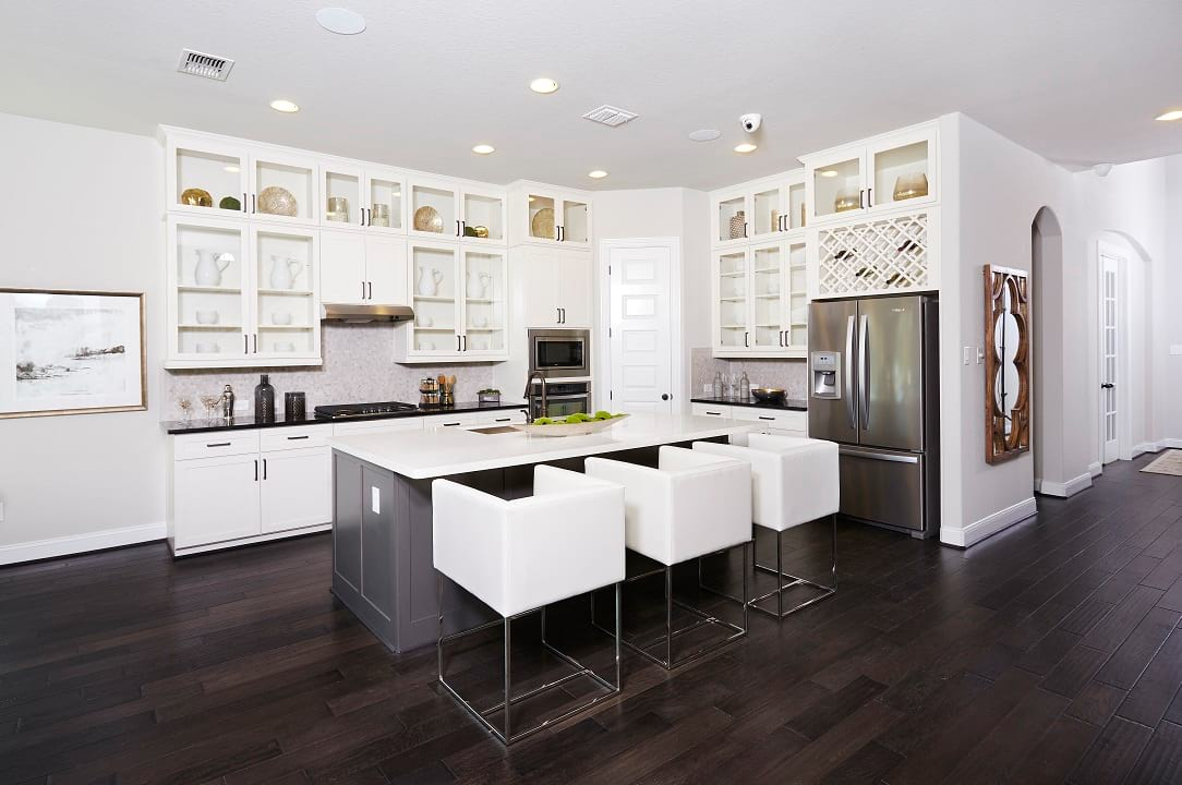 San Antonio, Texas | Napa Oaks - Rosewood Ceiling Cabinets
